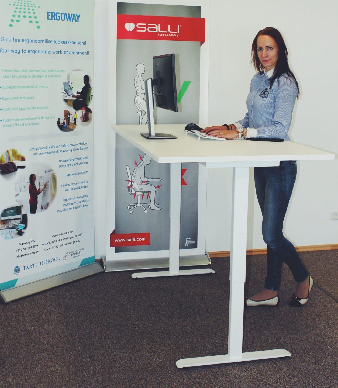 töö seistes ergoway reguleeritav töölaud arvutitöö