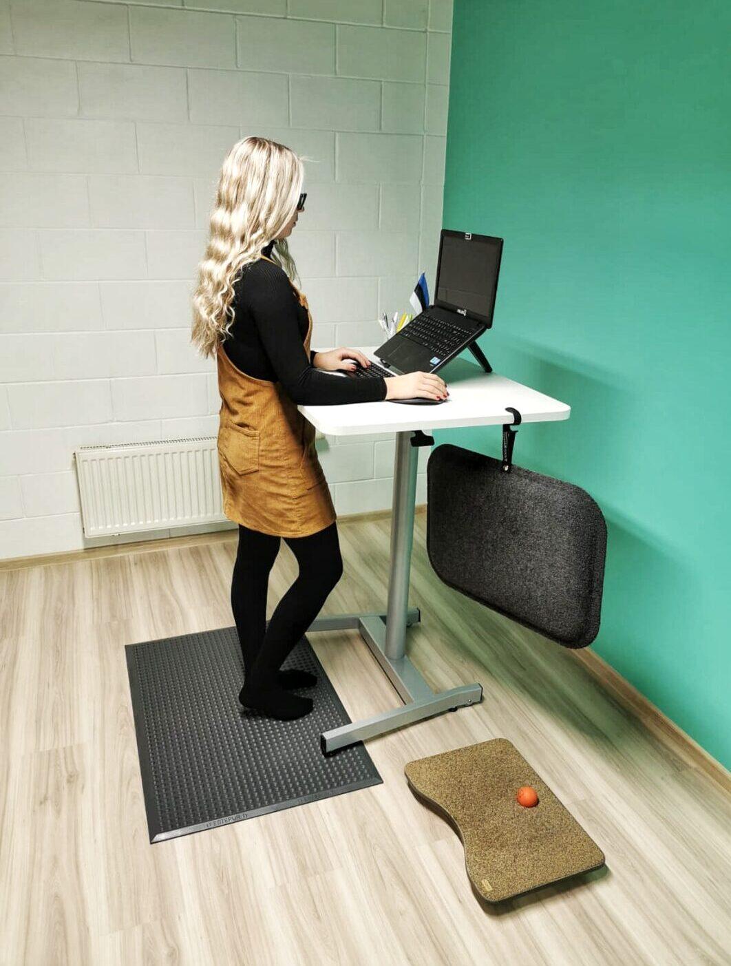 ergonoomiline-seismineergonoomiline-seismine ergonoomika ergoway töötervishoid kontoritool töölaud laud arvuti sülearvuti seisulaud