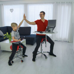 kaugtöö ergonoomika pilt kodus ergoway kodukontor õppimine õppimiskoht kool kooli algus